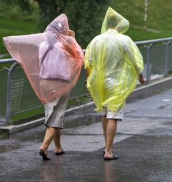 Le poncho est idéal pour jouer à Pokémon sous la pluie